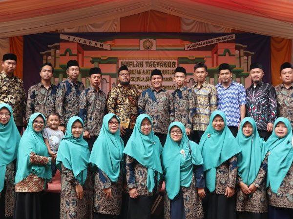 Para Guru SMP dan SMA Terpadu Al-Mu'aawanah